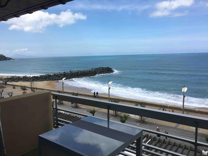 Appartement exceptionnel,en bord de plage, vue mer
