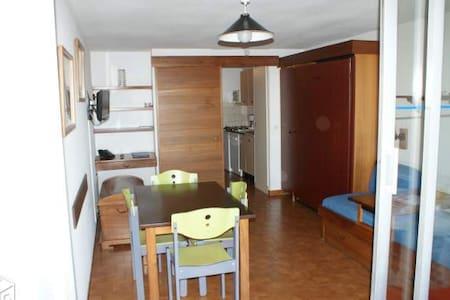 studio tout equipe cuisine lave vaisselle tres belle vue sur rade de toulon a 2 pas du centre - Saint-Mandrier-sur-Mer - Teilzeitwohnung