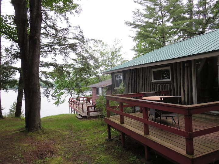 "Lakeside Bliss! Cottage ""Grove"" 3 bdrm in Muskoka"