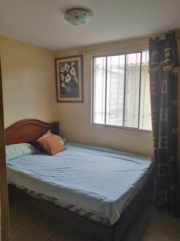 Alquilo 2 Dormitorios confortables (Urb Durán)
