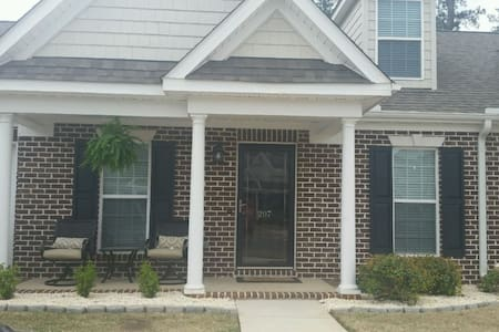 Masters Housing: Home Away From Home - North Augusta - 连栋住宅
