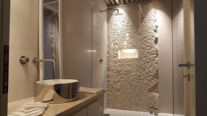 Diamond Suite Shared Luxury pool and Hot Tub