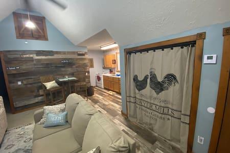 Cozy Rustic Farmhouse Apartment near Mammoth Cave