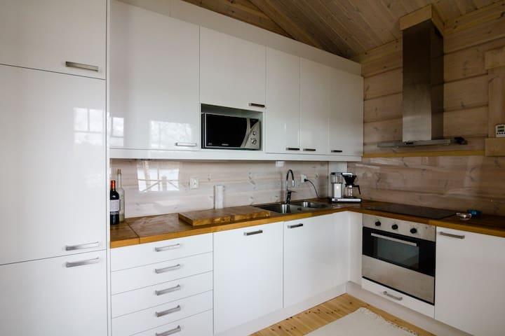 High-end modern log cabin on a lake - Laukaa - Dağ Evi