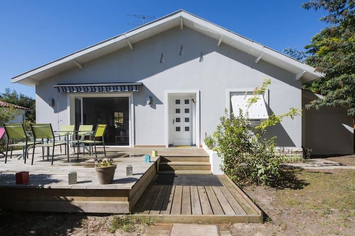 Chante vent: maison face au lac 4/6 - Carcans - House