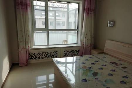 赤峰新老城交界处精装修128平米大三居室