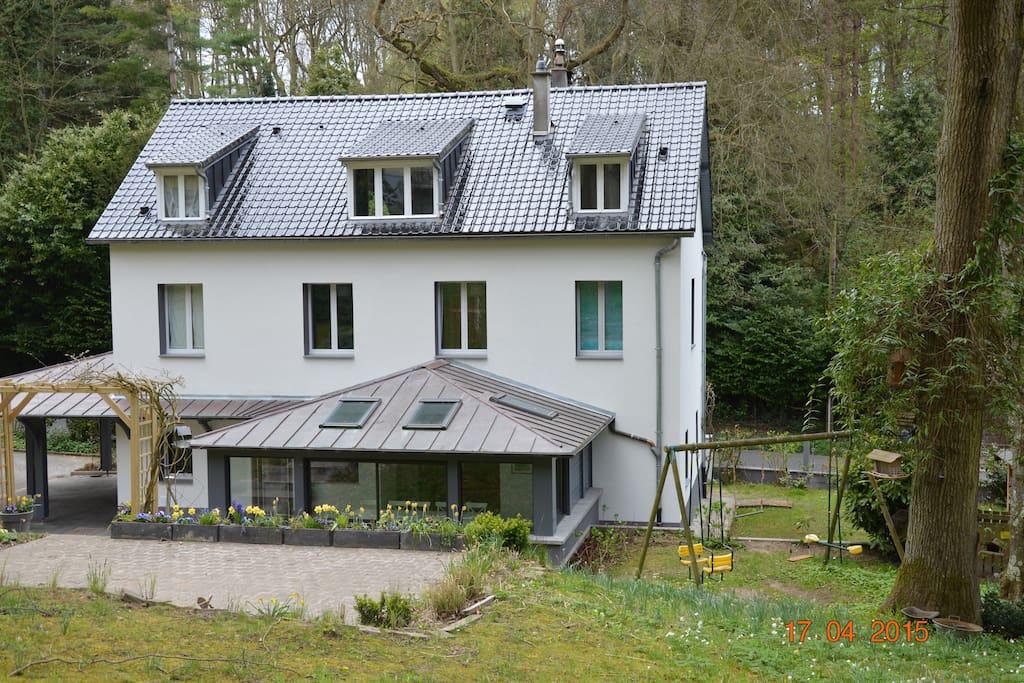 villa côté jardin avec terrasse supérieure
