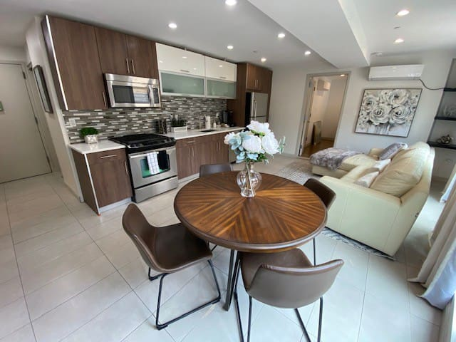 LUX HOME | HUGE PRIVATE OUTDOOR DECK | BBQ | ❤LIC