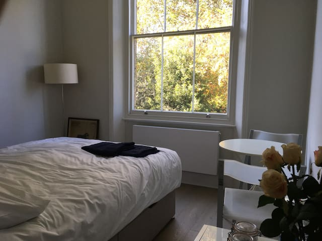 Quiet, sunny double room in gorgeous Belsize Park