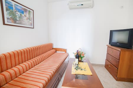 Ivan - Lovely One Bedroom Apartment with Balcony - Petrovac