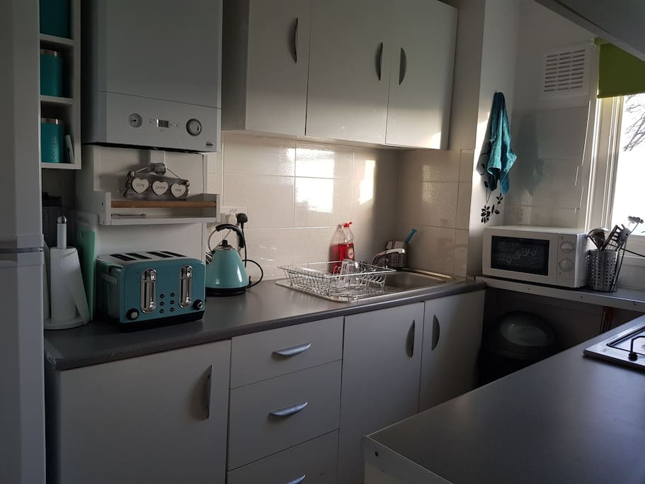 Kitchen - well equipped with dishwasher and washing machine