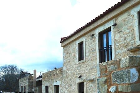 Oak Grove Stone Villa - Agia Varvara - Hus