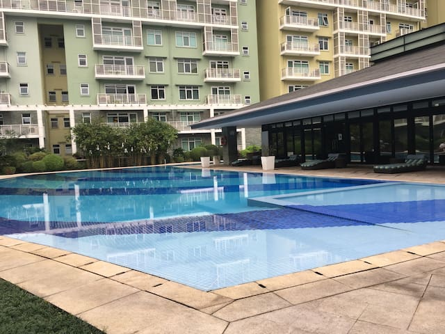 Cozy Apartment in Fort Bonifacio(BGC) - Makati - Lägenhet
