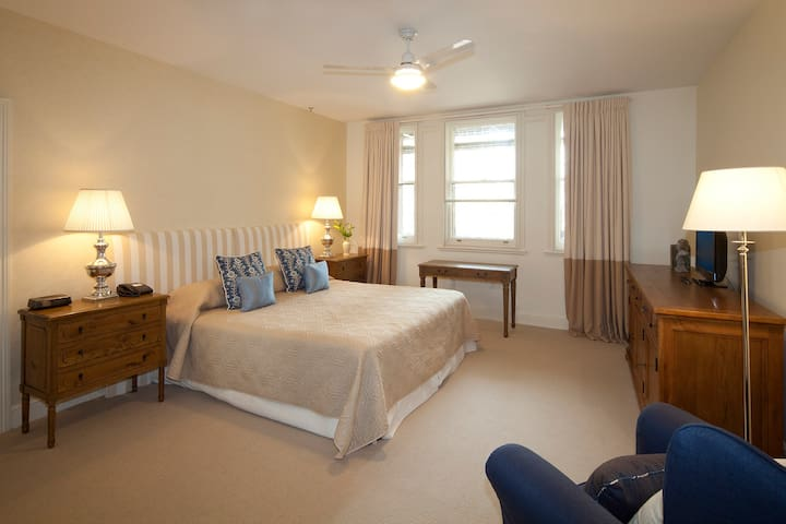 Superior Deluxe Room with Ensuite
