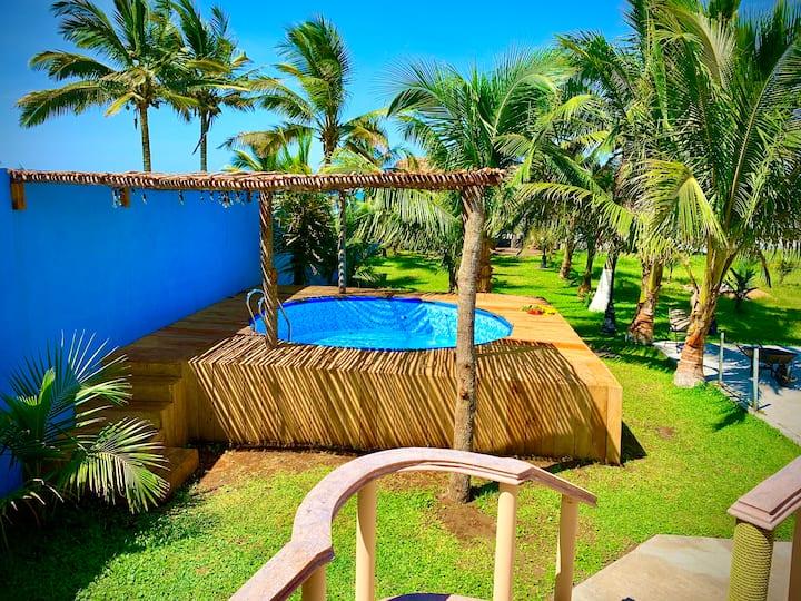 Residencia + alberca + palapa + playa = FELICIDAD