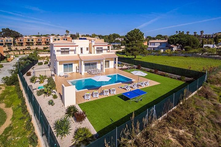 Villa Daisy - Lovely well located 4 bedroom villa, close to all amenities