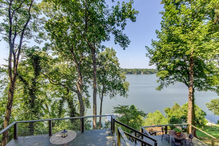 GORGEOUS LAKE HOUSE OLD HICKORY LAKE by Nashville - Green Hill - House