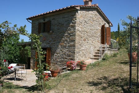 La Casina Del Bosco, sleeps 2 guests - Subbiano - Villa