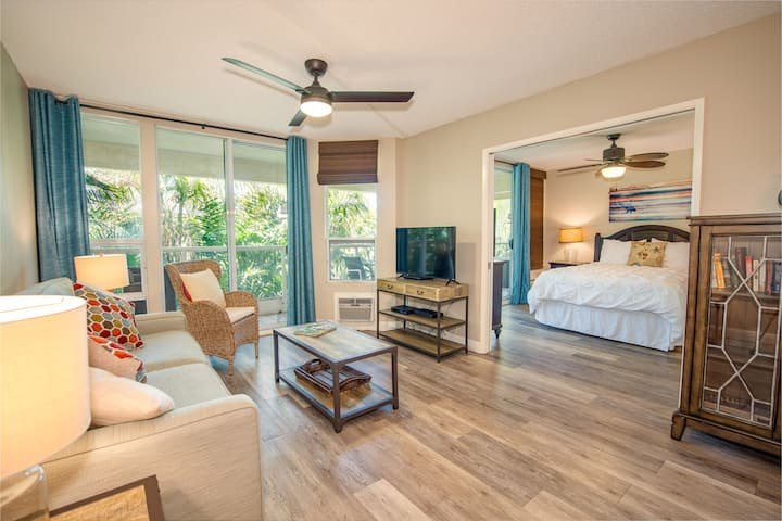 Stylishly Remodeled Penthouse @ Maui Banyan!