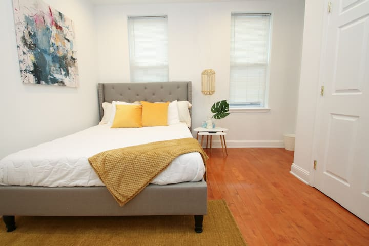 Cozy South Philly - Sleeps 4 - Free Street Parking