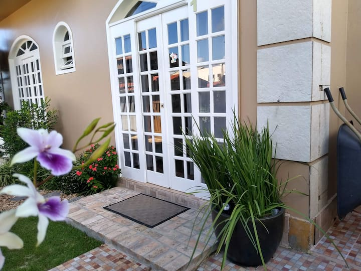 1-térrea Casa da Oma 1x4 300mts BCW, café grátis