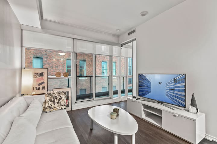 Fashion/Ent. District Condo - 1 BR + Gym