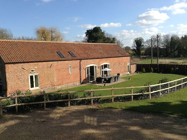 Chestnut Barn, Aldborough, North Norfolk - Norfolk - บ้าน