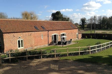 Chestnut Barn, Aldborough, North Norfolk - Norfolk - Hus