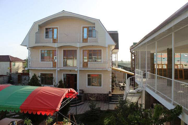 Guest house Altyn-jeek/Гостевой дом Алтын-Жээк