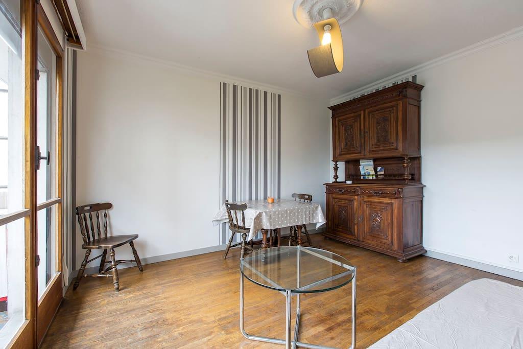 t2 en centre ville proche gare commerce et lac appartements louer annecy auvergne rh ne. Black Bedroom Furniture Sets. Home Design Ideas