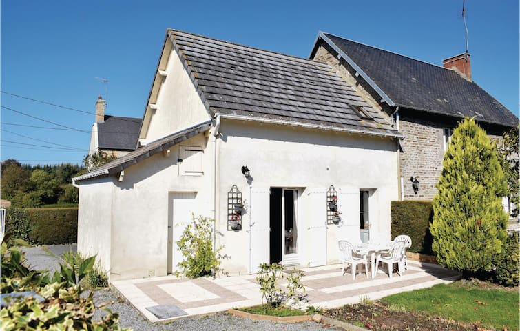 Semi-Detached with 1 room on 45m² in Hocquigny