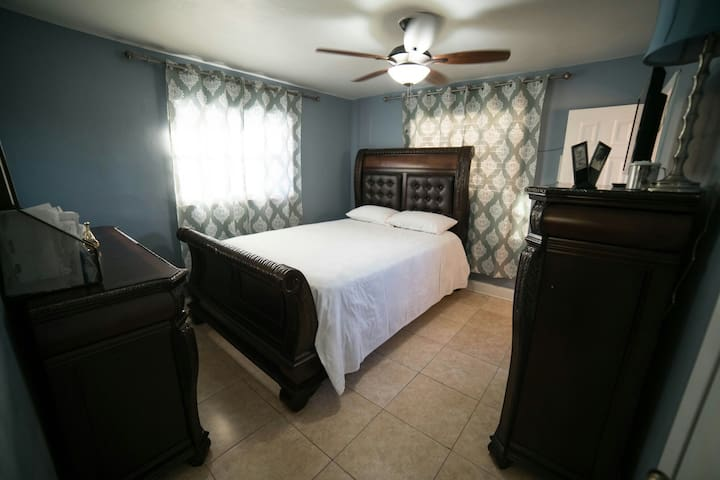 Cozy room with private bathroom - Miami - Huis