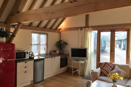 Pretty barn conversion holiday rental, New Forest - Rockbourne - Hus