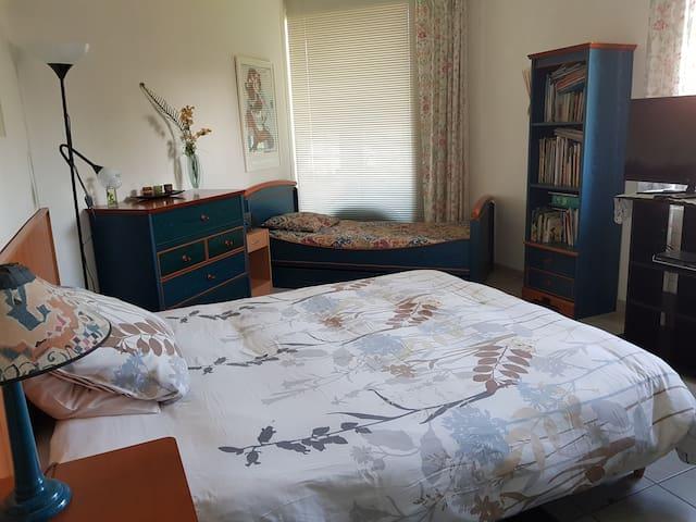 Grande chambre 4 couple et enfants à Mérenvielle