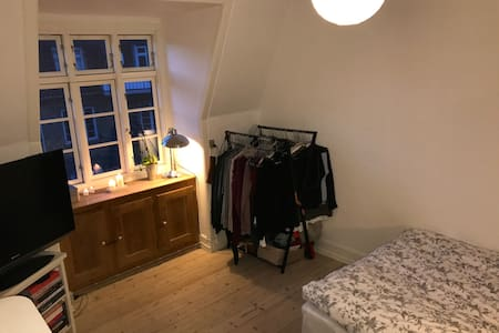 Cozy room in shared apartment close to centre. - København