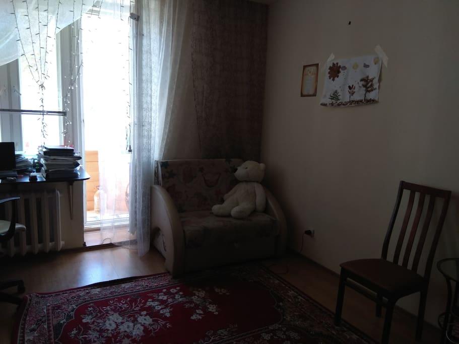 Комната площадь 22 кв.м. диван раскладной, на 1 челоаека