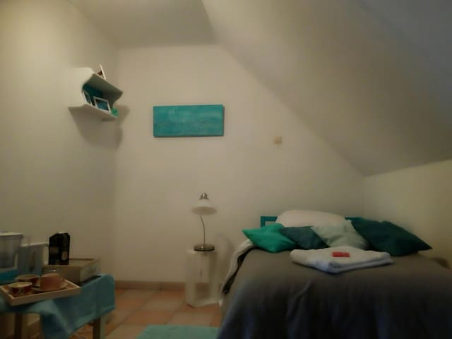 Priv room for young solo travellers, near Bruges!