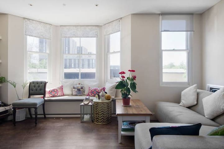Double Room in a Charming, Modern Flat West London