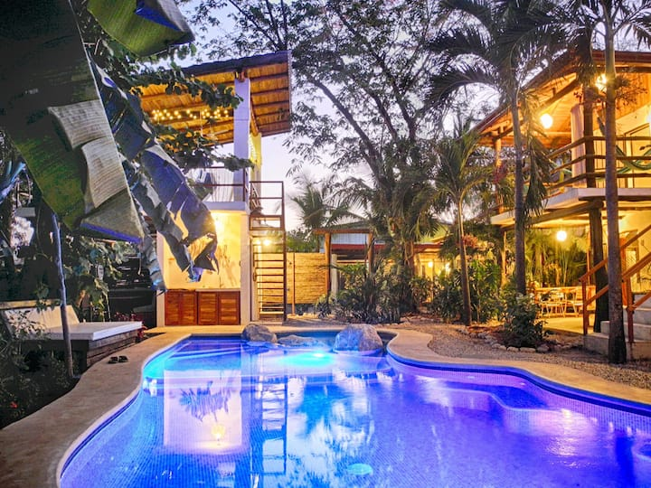 Villa Mar - Jungle, pool & a walk to beach