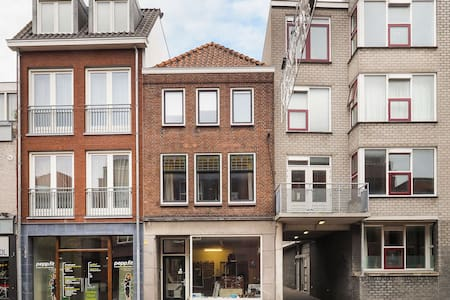 Spacious app. in the city center w/ 2 roofterraces