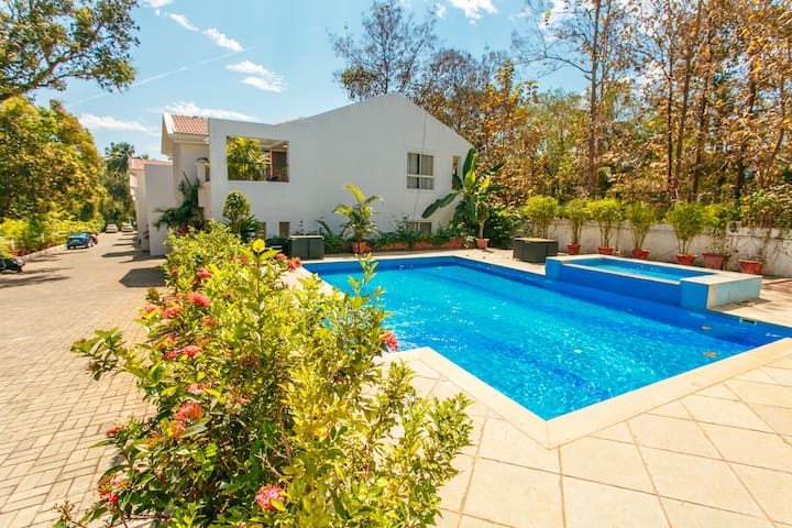 Centrally located luxury villa close to THALASSA !