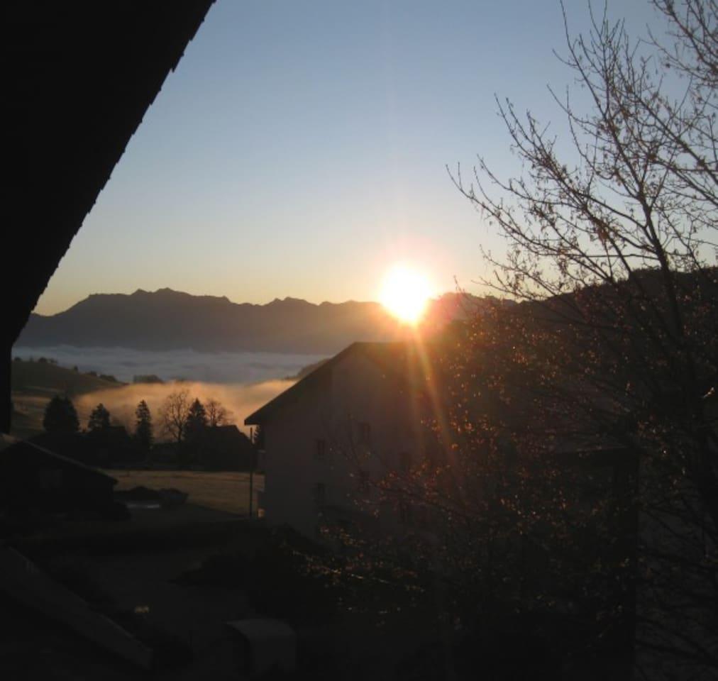 Sonnenaufgang(Richtung Rheintal) von meinem Balkon aus,(Herbst) der benutzt werden kann, wenn ich da bin.