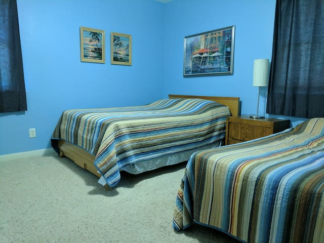 Bedroom with Full & Single Beds