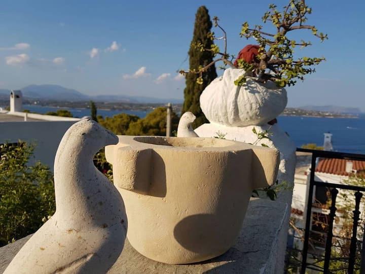 Stunning summer villa; Popular  Ligoneri