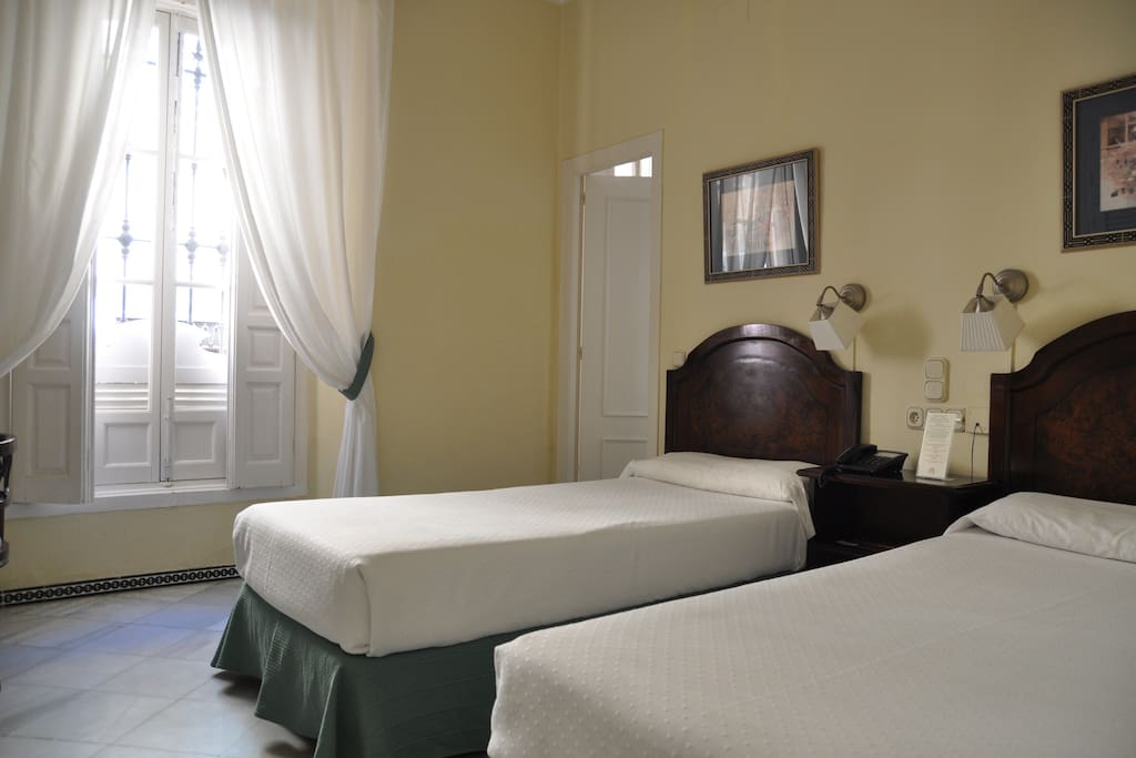 Double room city centre chambres d 39 h tes louer for Chambre d hote espagne