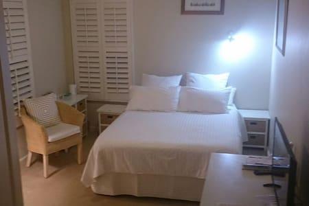MANUKA Inner South Bed & Breakfast - Bed & Breakfast