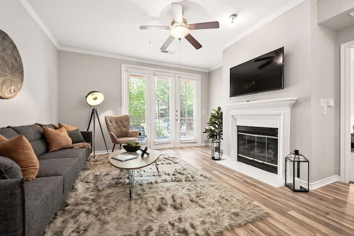 Jurny | Uptown | Touchless 2bd Close To Hotspots