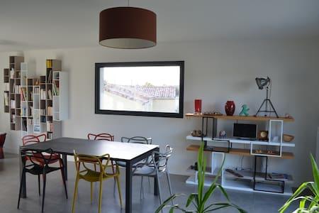 chambre privée idéalement située - Montfa - Huis