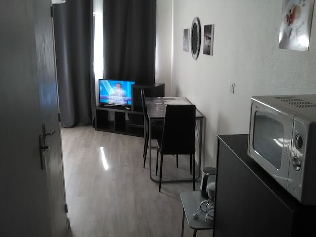 apartment with parking in the center - Bordeaux - Lägenhet