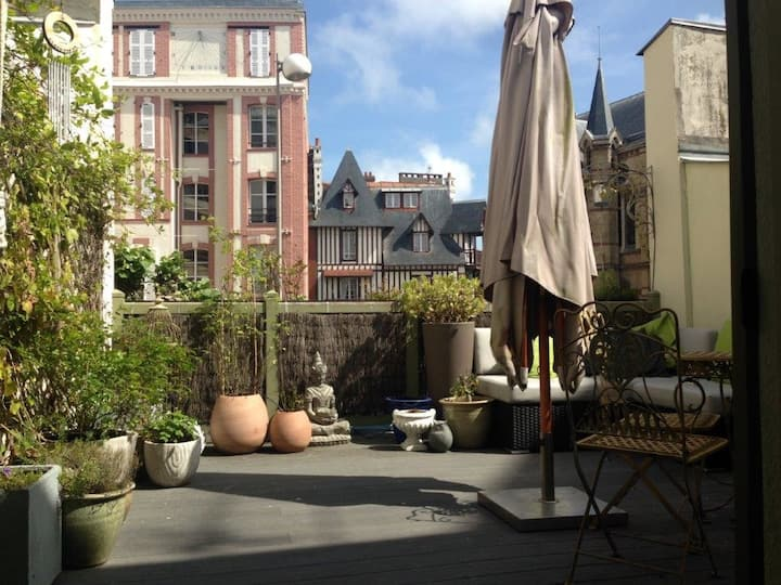 CHARMING HOLIDAY HOME IN TROUVILLE-SUR-MER.